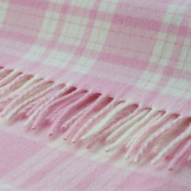 Baby throw pink